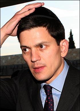 David Miliband med jødisk hodeskalle